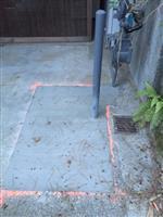 靠近房屋的防护桩、天然气阀门、计量表,填平铺水泥后最终效果.jpg